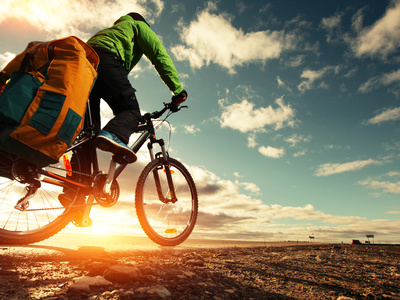 Fahrradzubehör - Flickzeug, Luftpumpe, Fahrradrucksack, Fahrradjacke und Fahrradhose für mehr Sicherheit